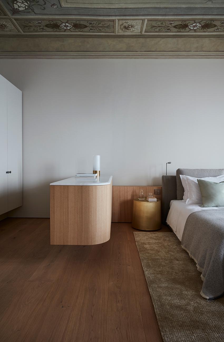 Villa Peduzzi  Pigra Lake Como First Floor Master Suite Bedroom